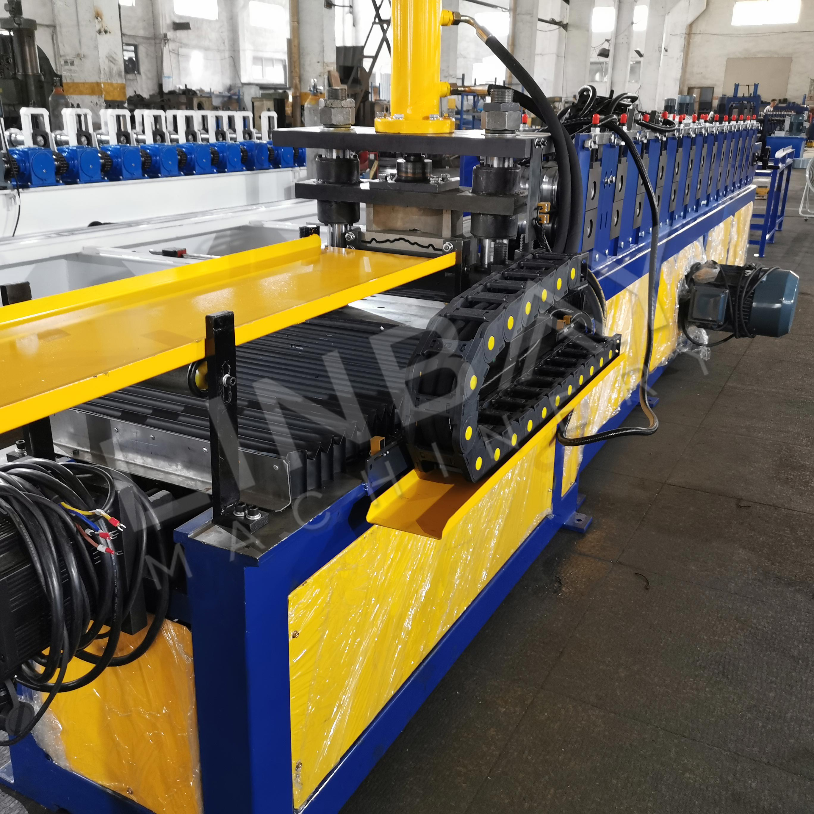 roll forming machine (1)